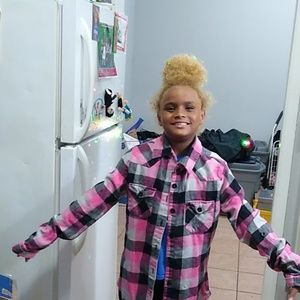 Tops - Women's plaid flannel shirt lol. 😂🤣😂
